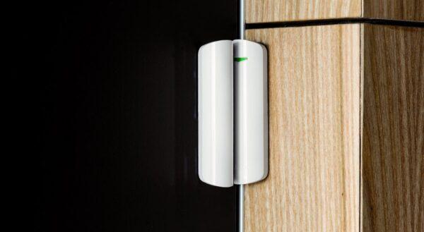 Ajax DoorProtectPlus, magnetni kontakt